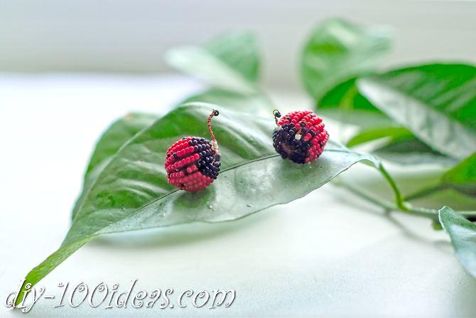 how to make a beaded ladybug (1)