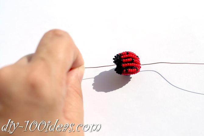 how to make a beaded ladybug (10)