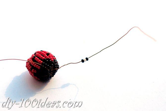 how to make a beaded ladybug (13)