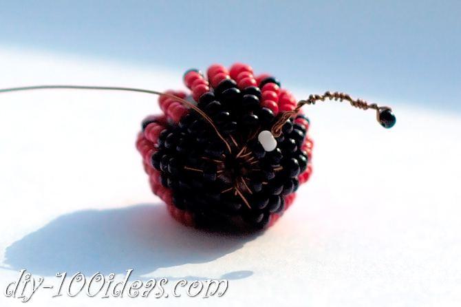 how to make a beaded ladybug (14)