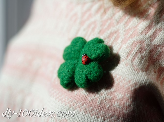needle felted brooch four leaf clover (1)