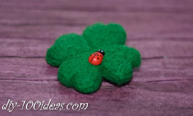 needle felted brooch four leaf clover (10)