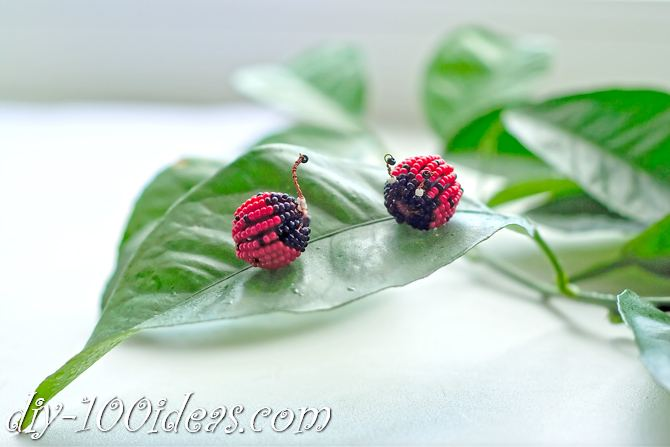how to make a beaded ladybug (1)