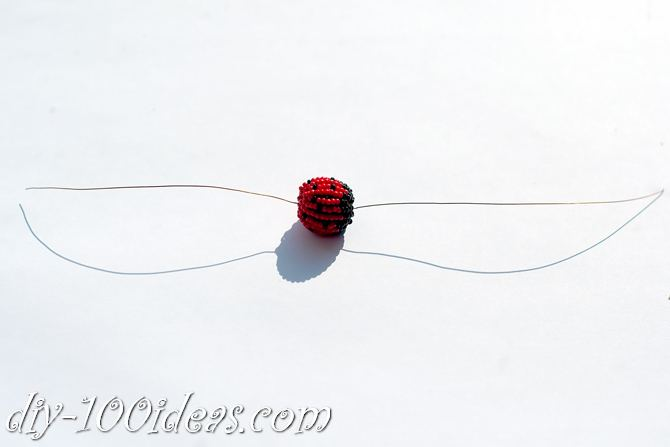 how to make a beaded ladybug (11)