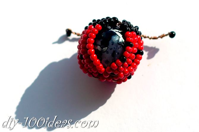 how to make a beaded ladybug (15)