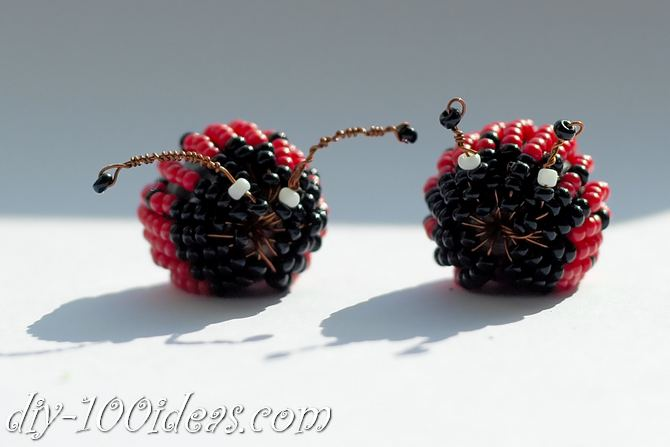 how to make a beaded ladybug (16)