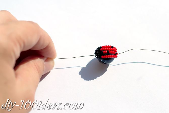 how to make a beaded ladybug (9)