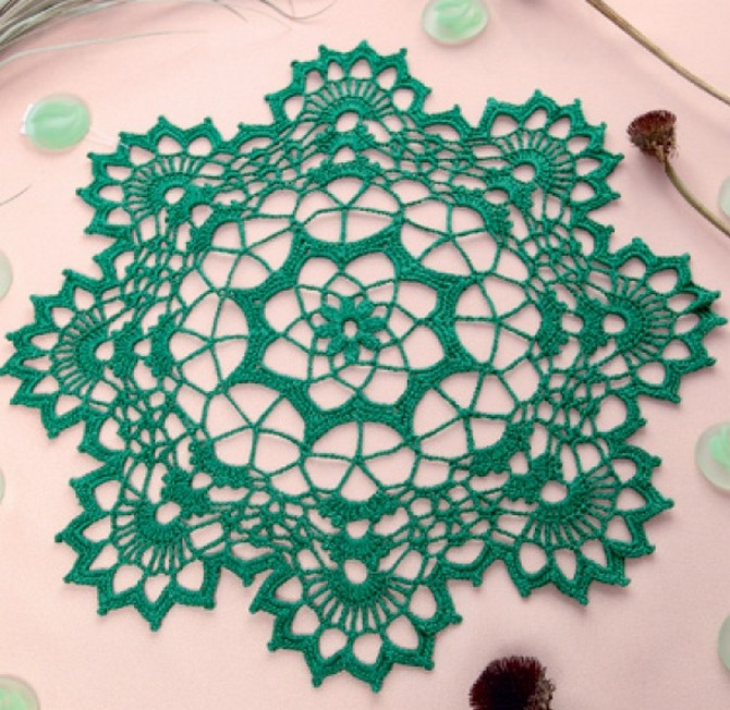 Green round doily (1)
