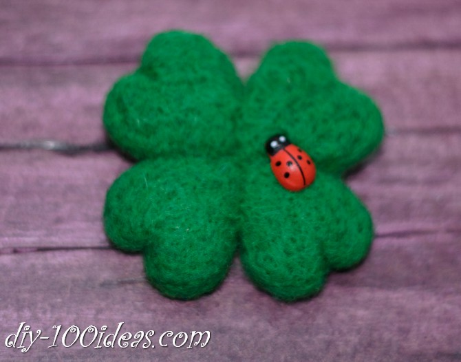 needle felted brooch four leaf clover (9)