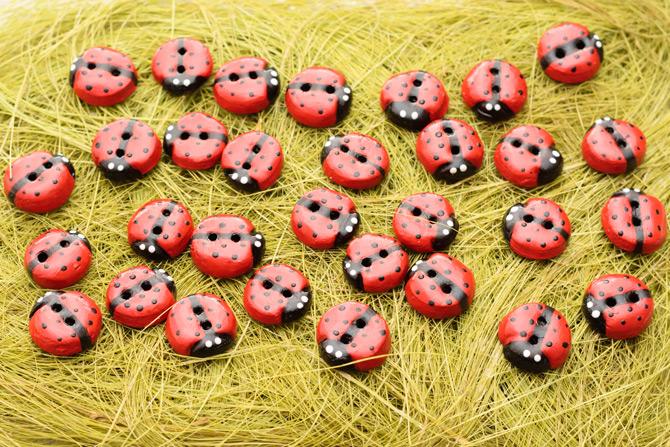 diy_ladybug_-buttons-6