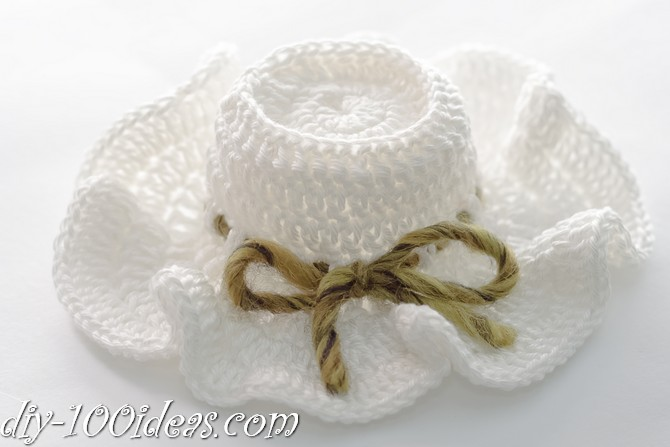 How to crochet a little amigurumi hat. c4a8d097647